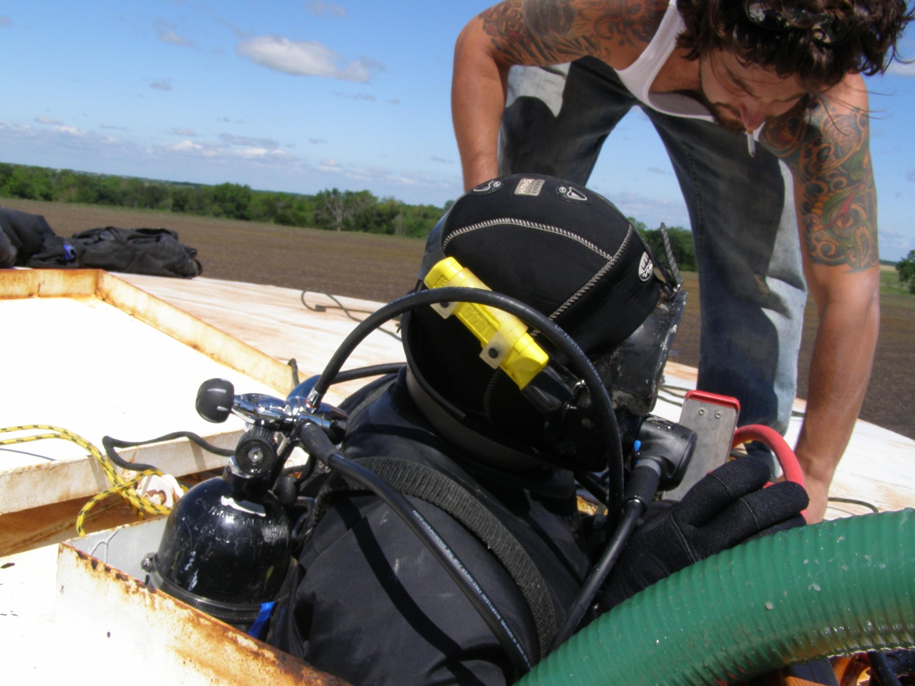 Diver enters tank tocleansediment