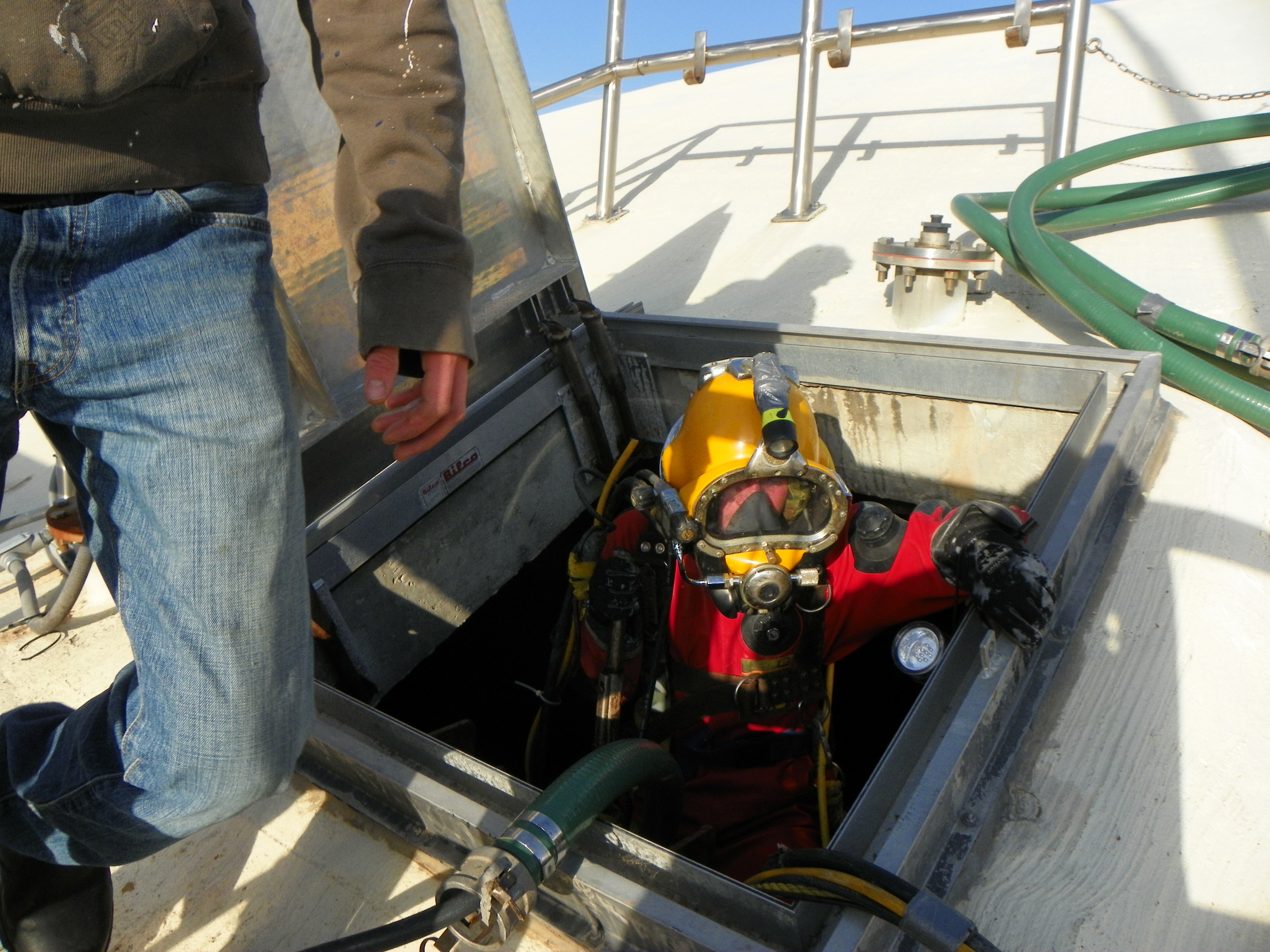 Water Tank Cleaning : Potable water tank cleaning tankdiver